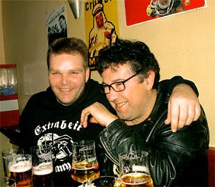Mit Bier beruhigt - Micha und Ralph