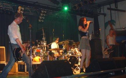Das Nathalie am Schlagzeug - Selfmade Millionairs