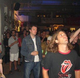 nach hinten etwas ruhiger - Das Kölner Publikum