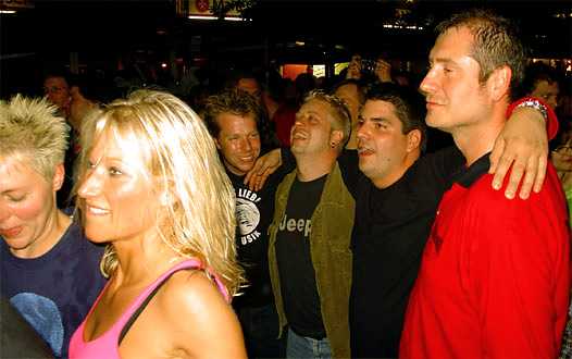 Essener Party-people. Rechts Rossi