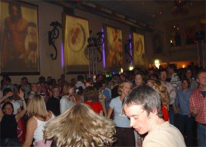Ein Publikum für die CDs Fetenhits 1 bis 3