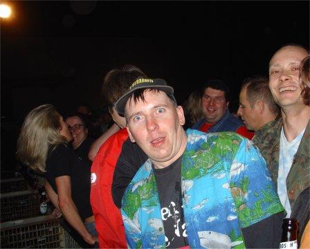 Mütze mit seinem HAVAII Hemd