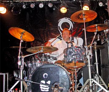 Der Arbeitsplatz des schießwütigen Drummers