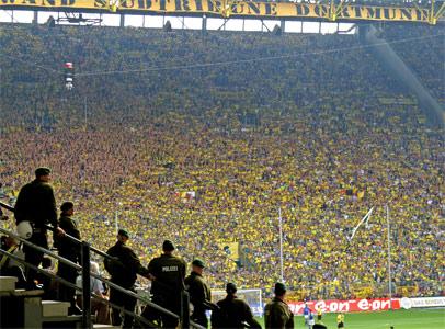 Die schwartz-gelbe Wand