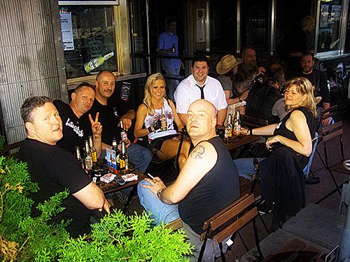 Eine Horde von Breitini-Cousins
