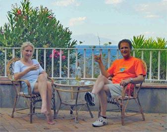 Grüße aus dem Gesindehaus unseres bescheidenen Anwesens auf Capri